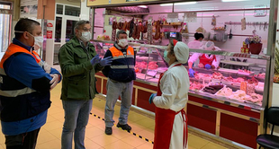 El Alcalde de Plasencia, Fernando Pizarro ha visitado esta mañana la plaza de abastos