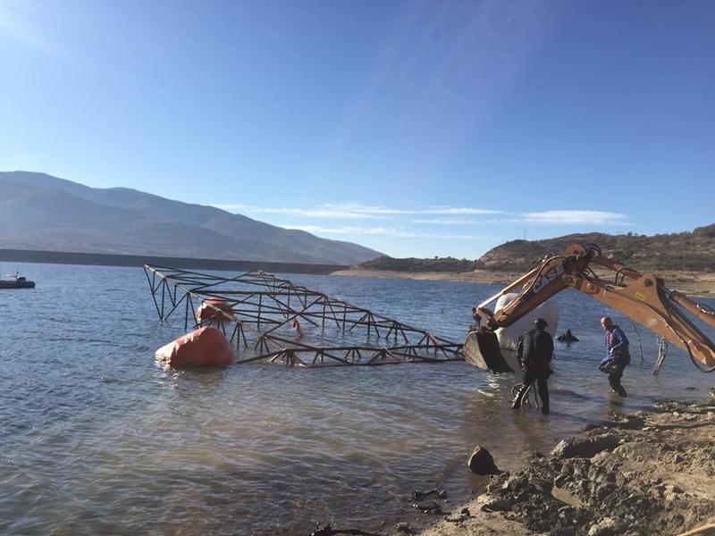 Retiran otras dos torretas de alta tensión del pantano de Baños