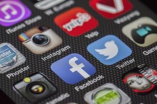 El Nuevo Centro del Conocimiento de Ahigal ofrece un curso para aprender a usar el móvil