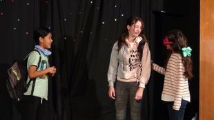 Niños de Casas del Castañar aprenden Educación Emocional a través del teatro.