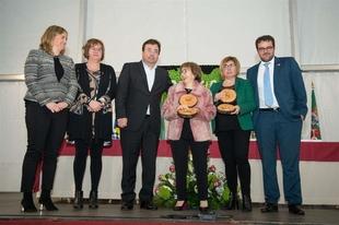 La Fiesta del Cerezo en Flor arranca en el Jerte entregando premios a Diputación de Cáceres y la doctora Delicia Muñoz