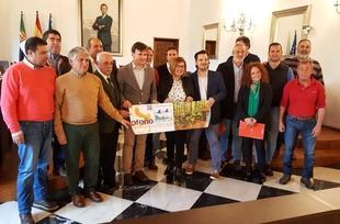 Óscar Mateos Prieto, presidente de DIVA, busca apoyo para la candidatura del Otoño Mágico en los premios Red Natura 2000