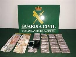 Ingresan en prisión dos varones que circulaban cerca de Malpartida de Plasencia con 2.200 gramos de hachís