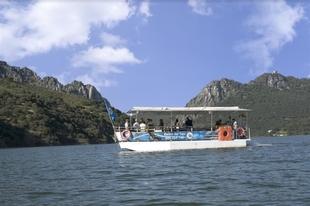 El nuevo barco turístico que recorrerá la Reserva de la Biosfera de Monfragüe permitirá la observación de aves