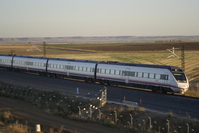 La construcción del montaje de la vía del tramo Plasencia-Cáceres de alta velocidad se licita por 61,9 millones