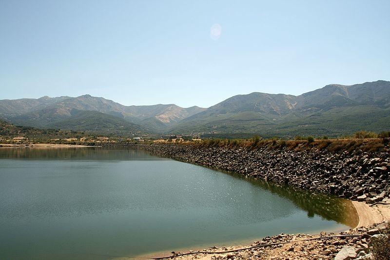 Ya se puede navegar en el pantano de Baños de Montemayor