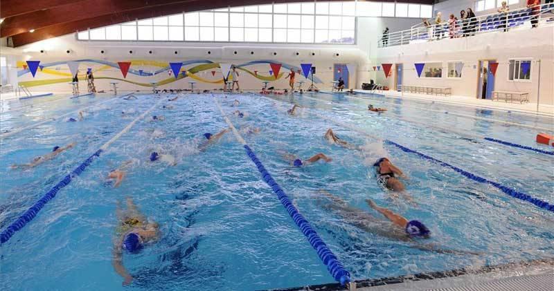 Abierto el plazo de inscripción para los cursos de natación en la piscina bioclimática de Plasencia