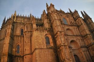 Las catedrales de Plasencia se decantan por la eficiencia energética con la instalación de nueva luminaria led
