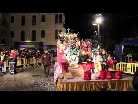 Los Reyes Magos celebran una fiesta infantil en la Plaza Mayor de Plasencia