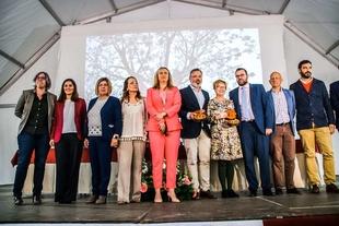 La portavoz y la consejera de Cultura participan en el acto institucional de inauguración de la Fiesta del Cerezo en Flor