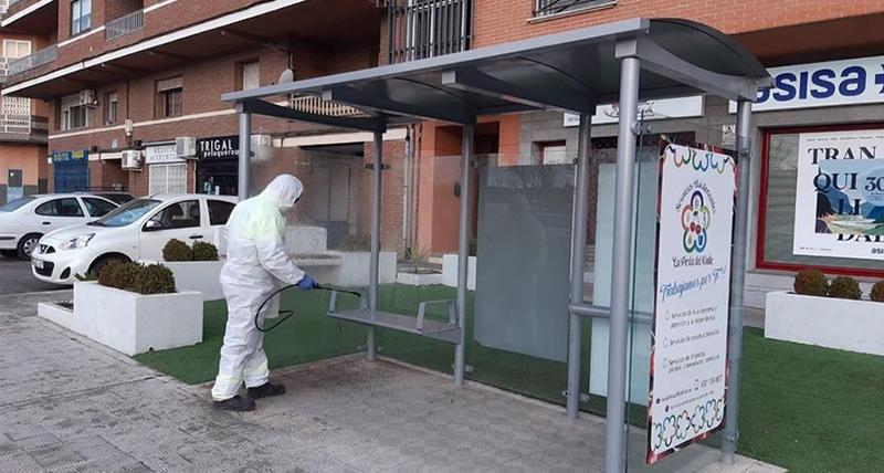 El ayuntamiento de Plasencia establece protocolos de limpieza de mobiliario urbano y transporte público