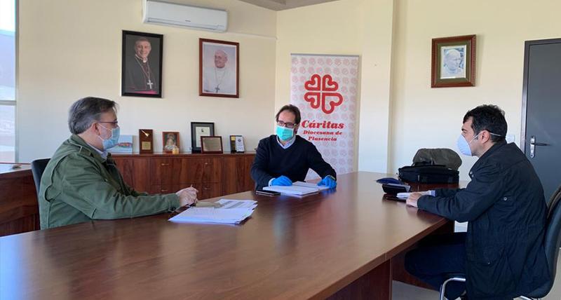 El Alcalde se reúne con los responsables de Cáritas en Plasencia para continuar coordinando los servicios a los más necesitados