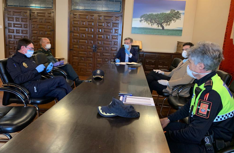 El Alcalde se reúne con las Fuerzas y Cuerpos de Seguridad para la evaluación de las labores de control y información durante el estado de alarma