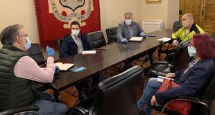 Alcalde y sindicatos analizan el funcionamiento del teletrabajo en el Ayuntamiento de Plasencia