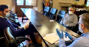Alcalde y FEPAVE analizan ayudas y servicios especiales que se prestan en los barrios de Plasencia