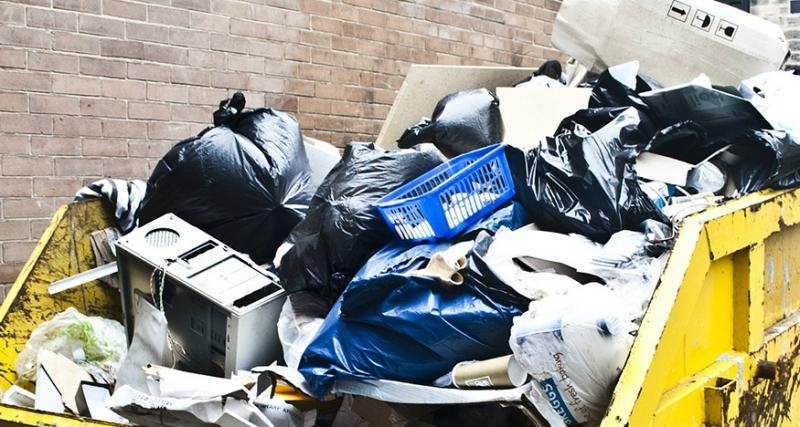 Servicios Municipales inicia una campaña de información y control para evitar el abandono de residuos en la vía pública
