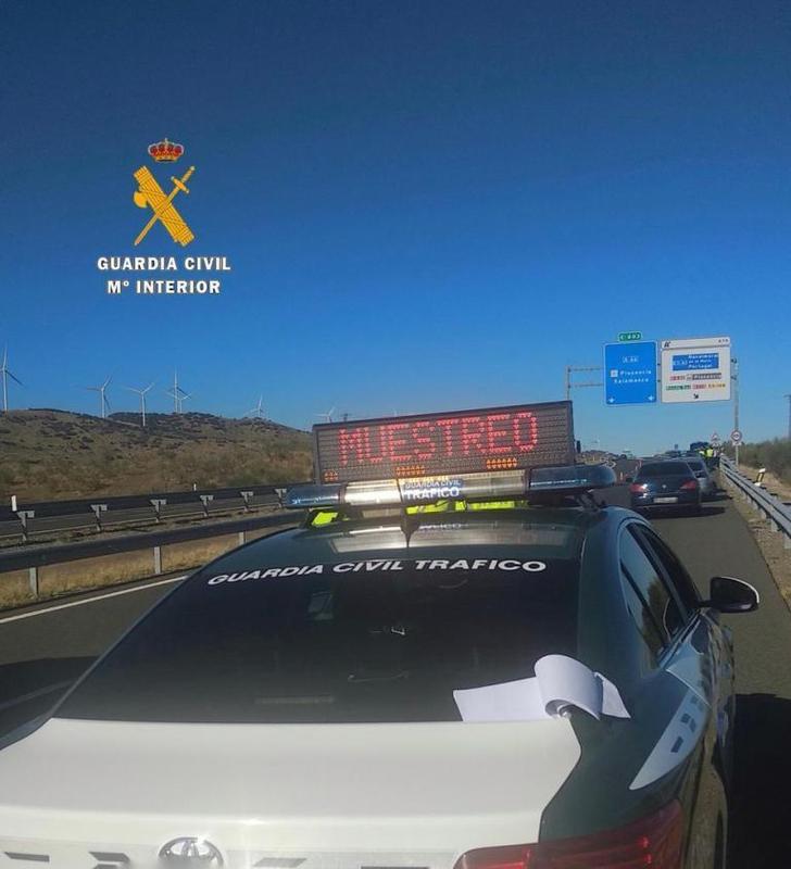 Localizan al conductor que huyó tras chocar contra otro coche y dejó 3 heridos graves en Malpartida de Plasencia